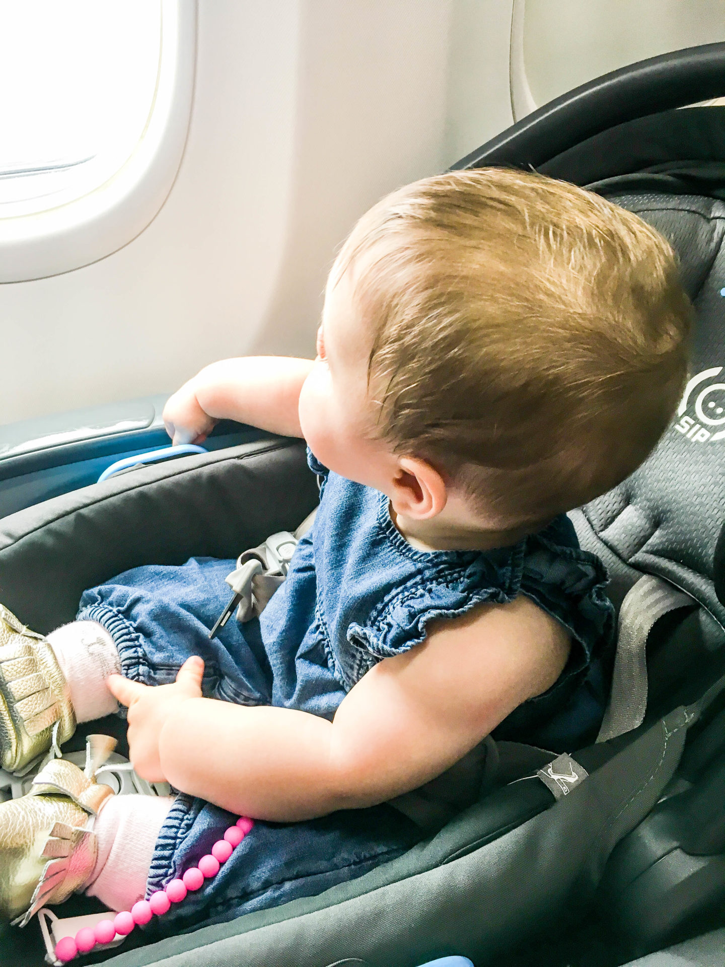 5 Tips to Make Flying With a Baby Easier | Breezing Through